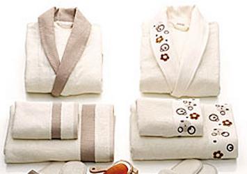 Taç Bornoz Setleriyle Banyo Yapmak Ayrıcalıklı Bir Keyif